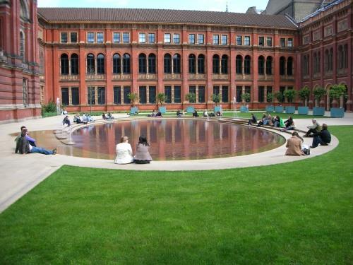 Victoria And Albert Museum Garden, London